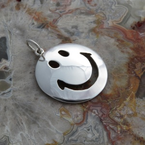 Smiling Face Pendant - Sterling Silver with Mirror Finish