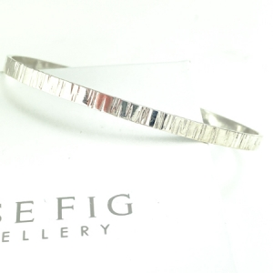 Sterling silver bangle - oval shaped - narrow - bark texture